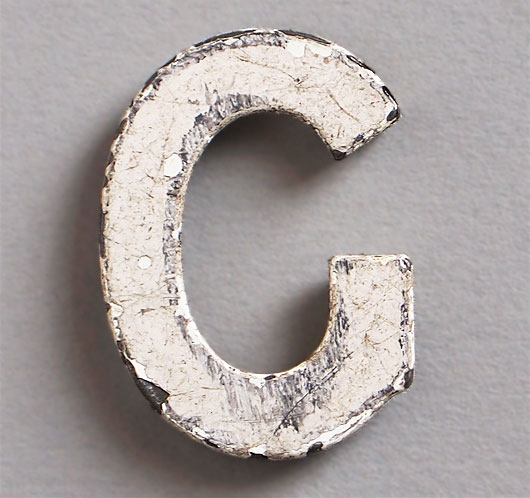 Magnetised vintage iron store sign display letter 'G', c.1930s