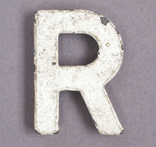 Magnetised vintage iron store sign display letter 'R', c.1930s