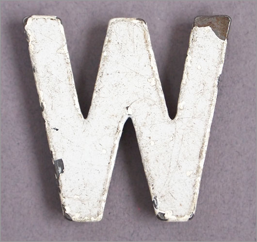 Magnetised vintage iron store sign display letter 'W', c.1930s