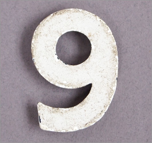 Magnetised vintage iron store sign display number '6' or '9', c.1930s