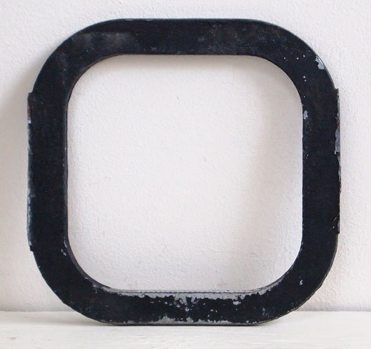 Early-1900s vintage black iron sign letter 'O'