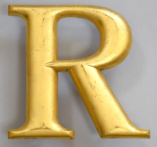 Gold-gilt vintage pub sign letter 'R', mid-1900s