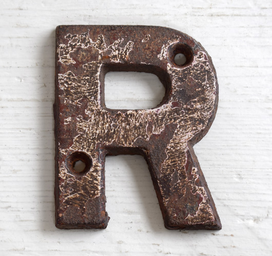 Victorian cast-iron railway sign letter 'R', 7.5cm