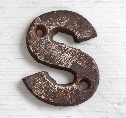 Victorian cast-iron railway sign letter 'S', 7.5cm