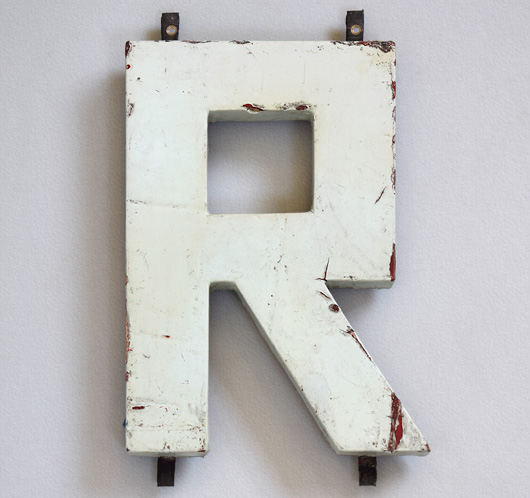 1920s Modernist style painted wooden sign letter 'R'