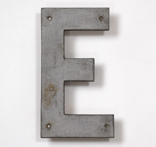 Vintage stripped metal railway sign letter 'E', 18.5cm