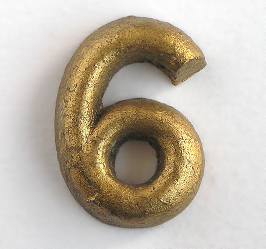 Vintage Gold shop display sign number '6' or '9', c. 1930s