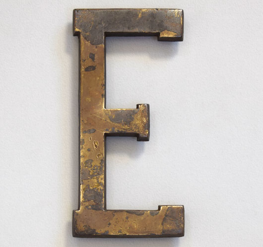Early-1900s antique brass sign letter 'E', 18cm