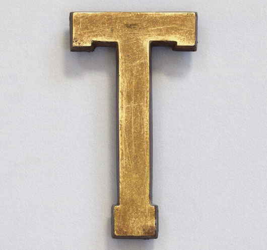 Early-1900s antique brass sign letter 'T', 14cm