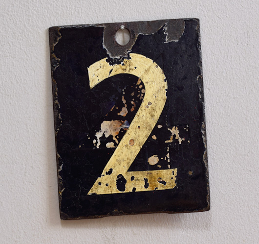 Double-sided enamel number plaque: 2 / 3
