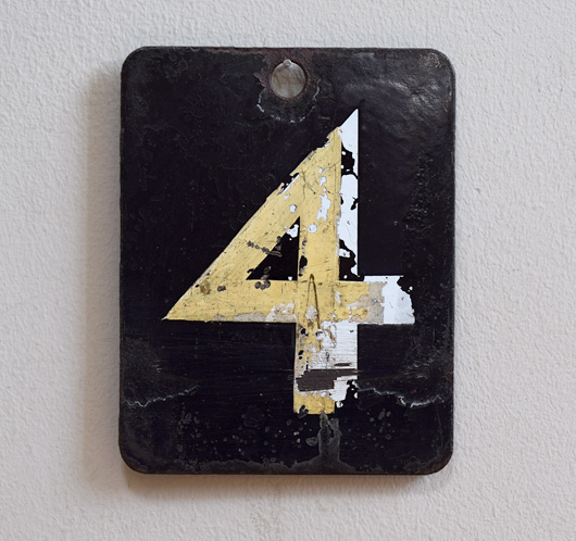Double-sided enamel number plaque: 4 / 5