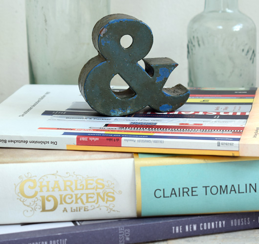 Small vintage painted metal ampersand