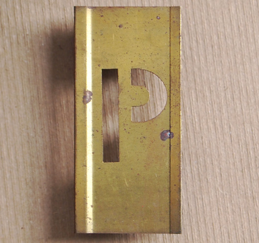 Vintage French brass-plate letter stencil 'P', 6cm