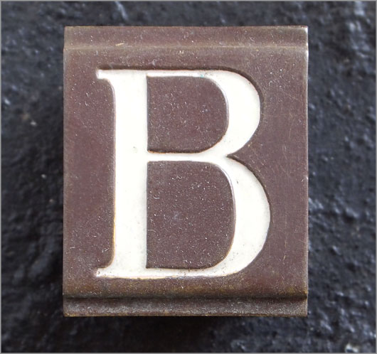 Small Victorian enamelled brass door sign letter 'B', c.1900