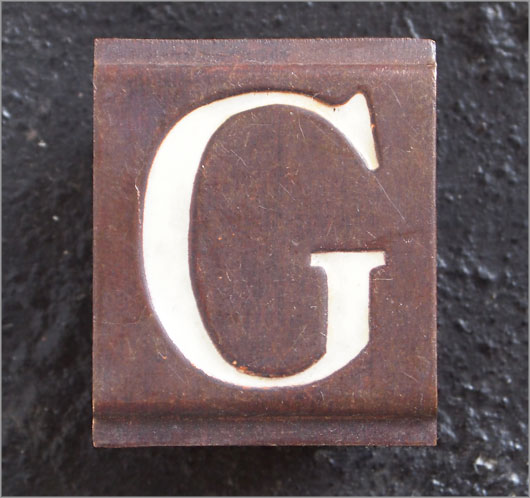 Small Victorian enamelled brass door sign letter 'G', c.1900