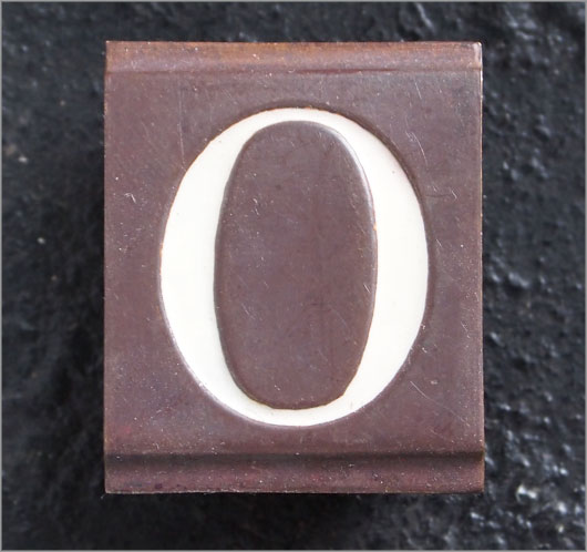 Small Victorian enamelled brass door sign letter 'O', c.1900