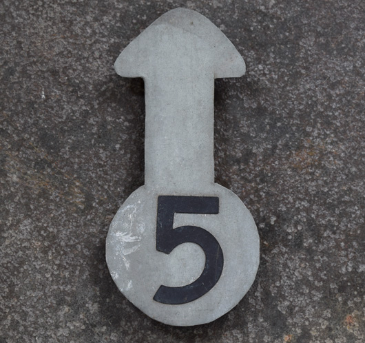 Vintage numbered zinc metal arrow pointer: '5'