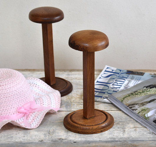 Vintage turned oak hat stand, mid-1900s
