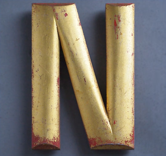 Vintage bow-fronted gold gilt pub sign letter 'N', early 1900s