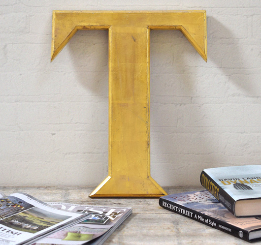 Large vintage gold-leaf resin pub sign letter 'T'