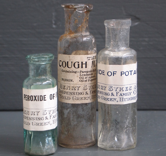 Set of 3 Victorian chemist's bottles with labels (15 of 18)