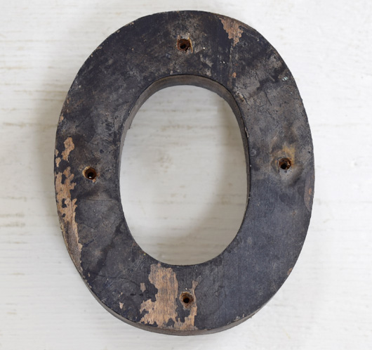 Early-1900s vintage painted wooden sign letter 'O'