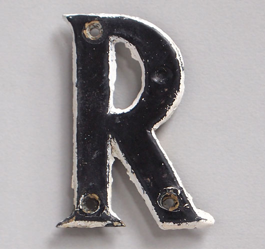 Small vintage painted brass letter 'R', early 1900s